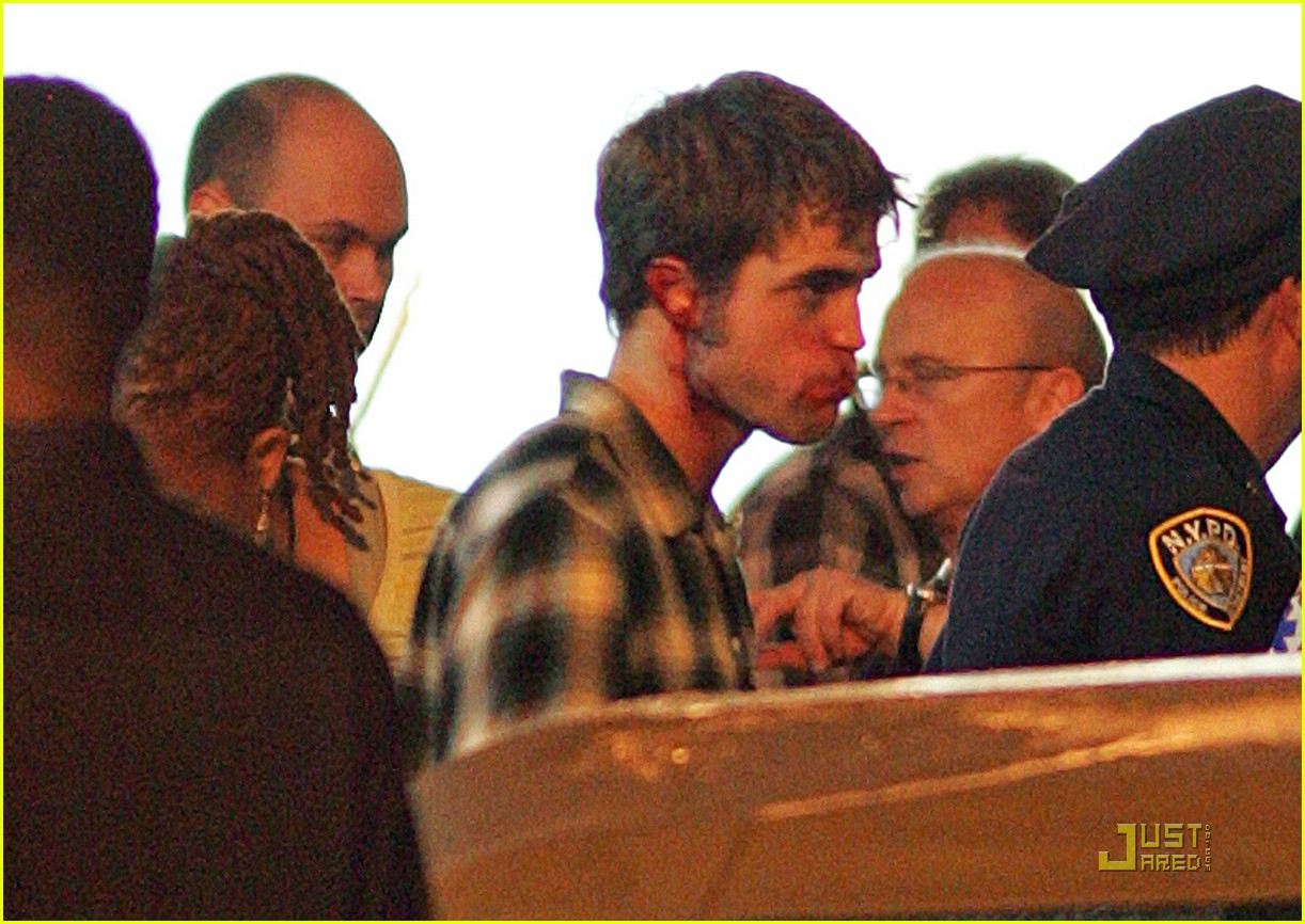 robert pattinson bloody 262008141
