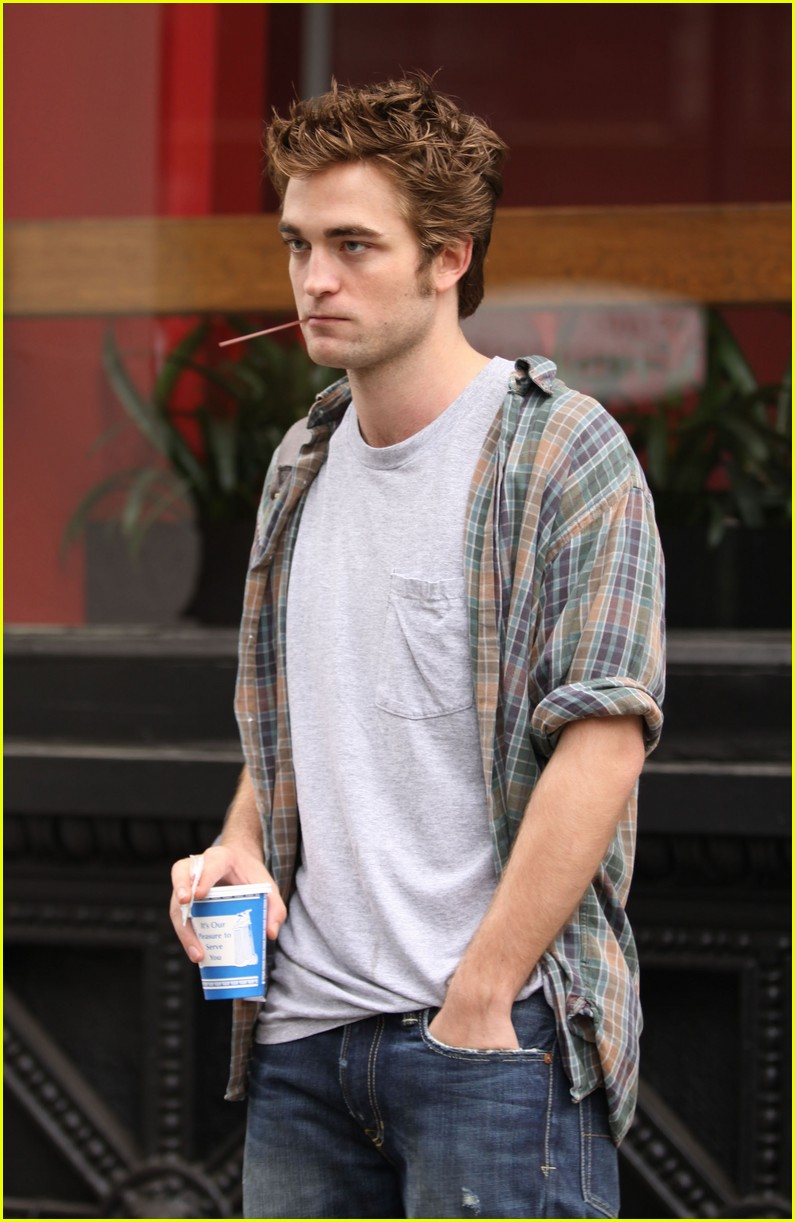 who robert pattinson dating now