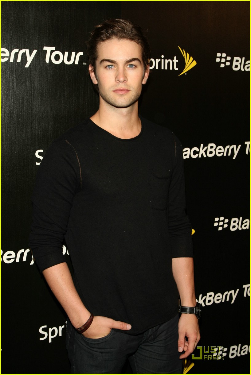 chace crawford blackberry tour 04
