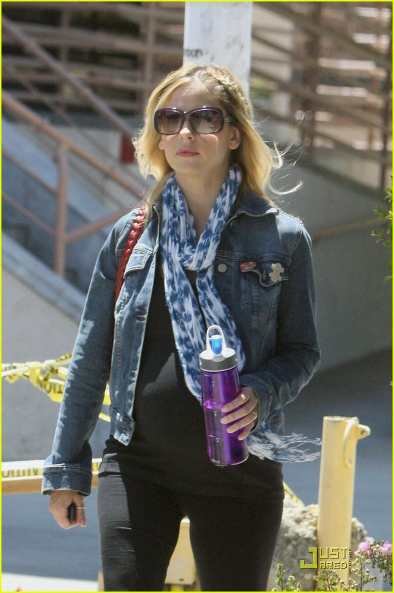 sarah michelle gellar baby bump watch 04