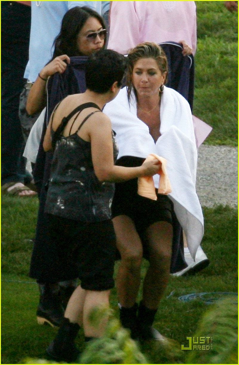 gerard butler jennifer aniston soaking wet 02