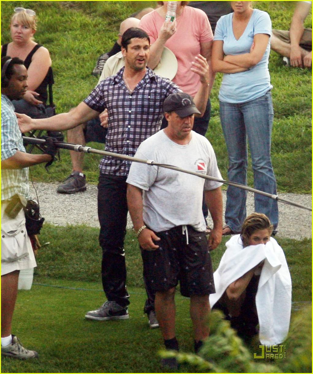Gerard Butler & Jennifer Aniston: Soaking Wet! Gerard Butler