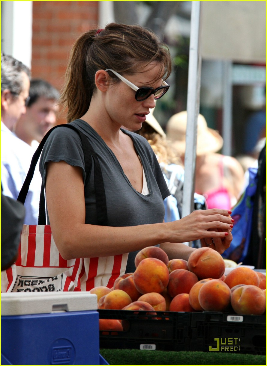 jennifer garner grapes 152077622