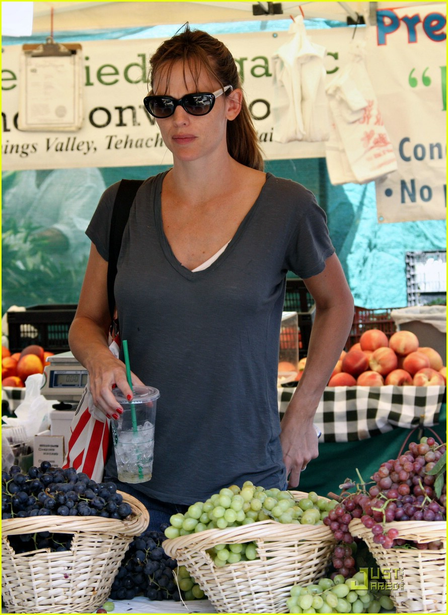 jennifer garner grapes 242077712