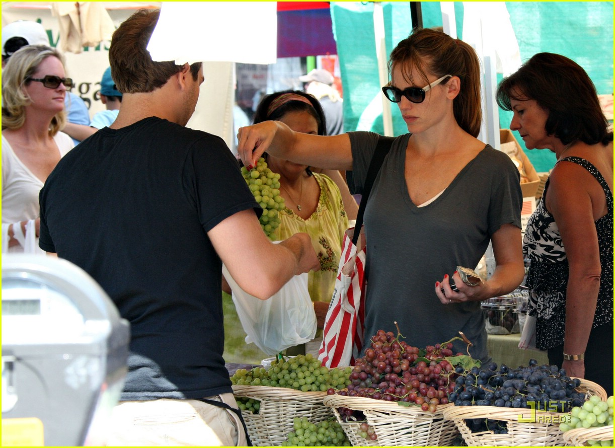 jennifer garner grapes 252077722