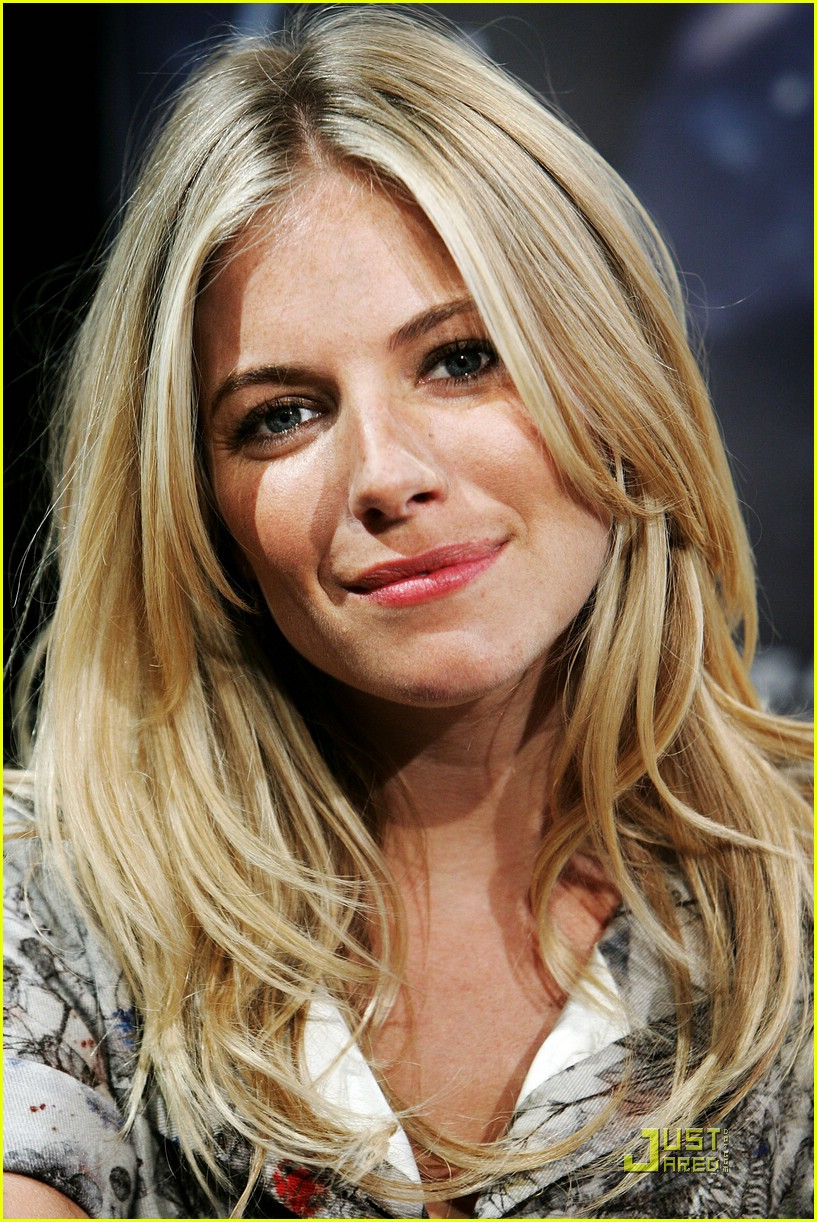 sienna miller rise of the press conference 02