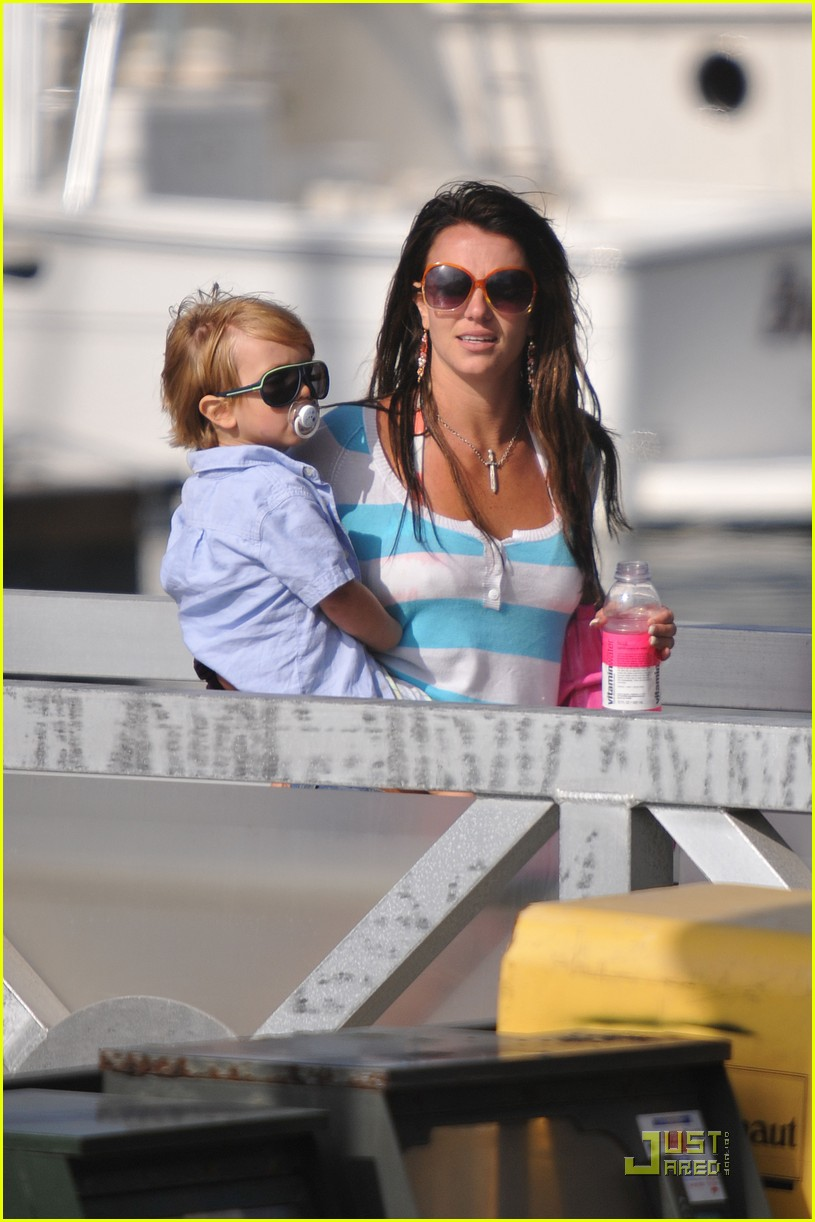 britney spears boys boat 082027721
