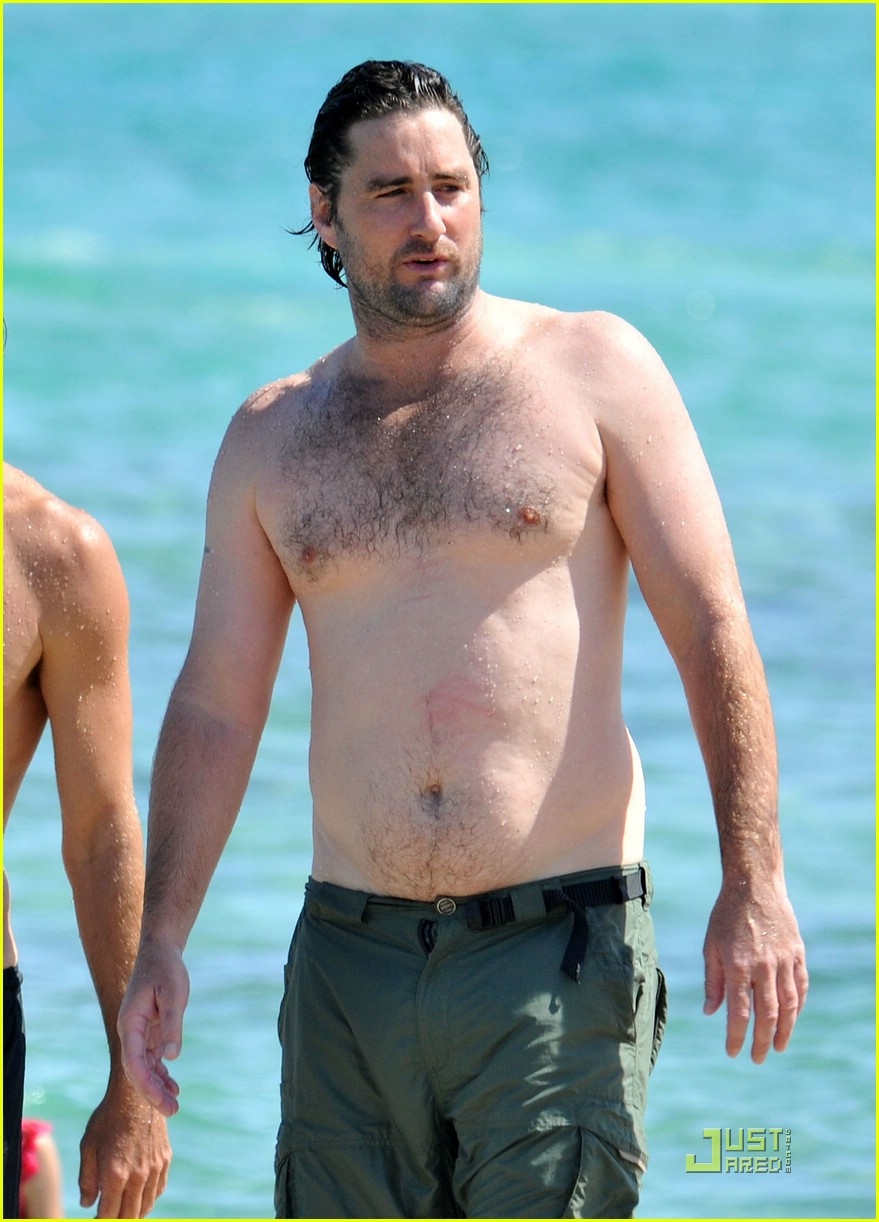 luke wilson shirtless saint tropez 02