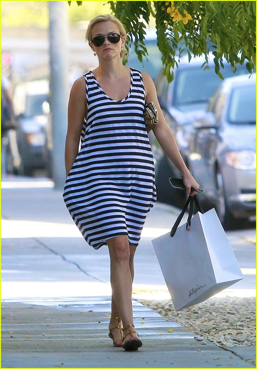 reese witherspoon swift shopper 06