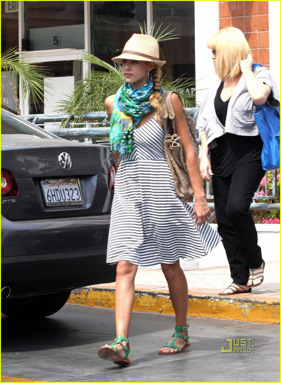 jessica alba jinkys cafe cash warren 132172362