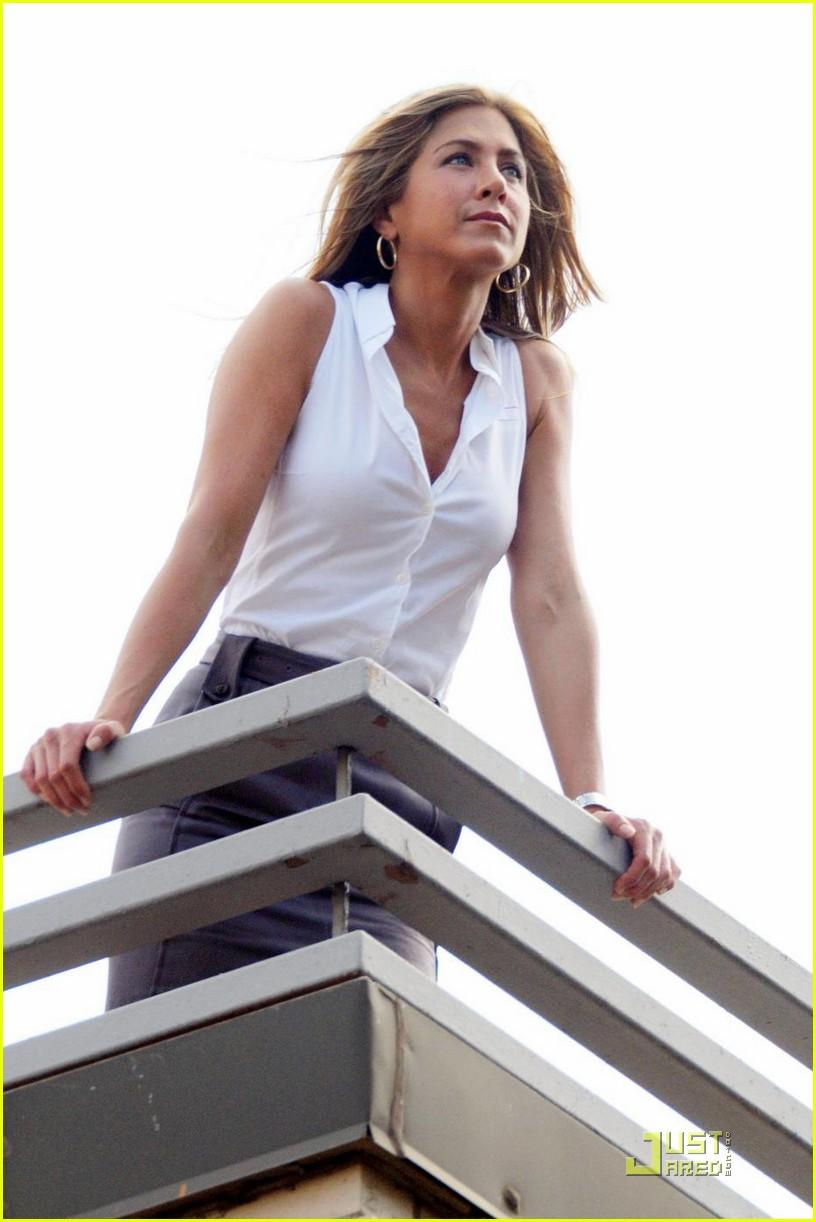 Full Sized Photo of jennifer aniston assistant holding fan ... Jennifer Aniston