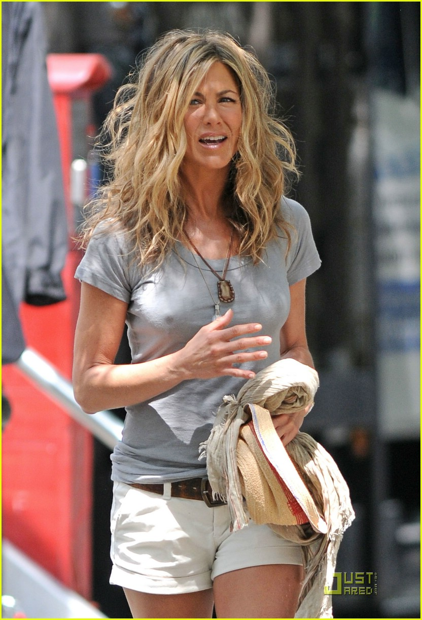 jennifer aniston perky 01
