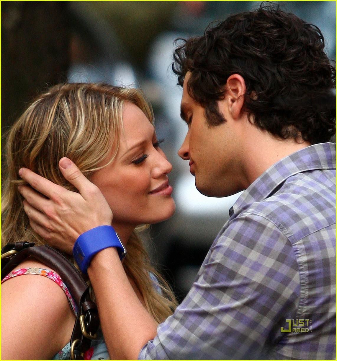 Фото как друг целует своего друга 4 фотография