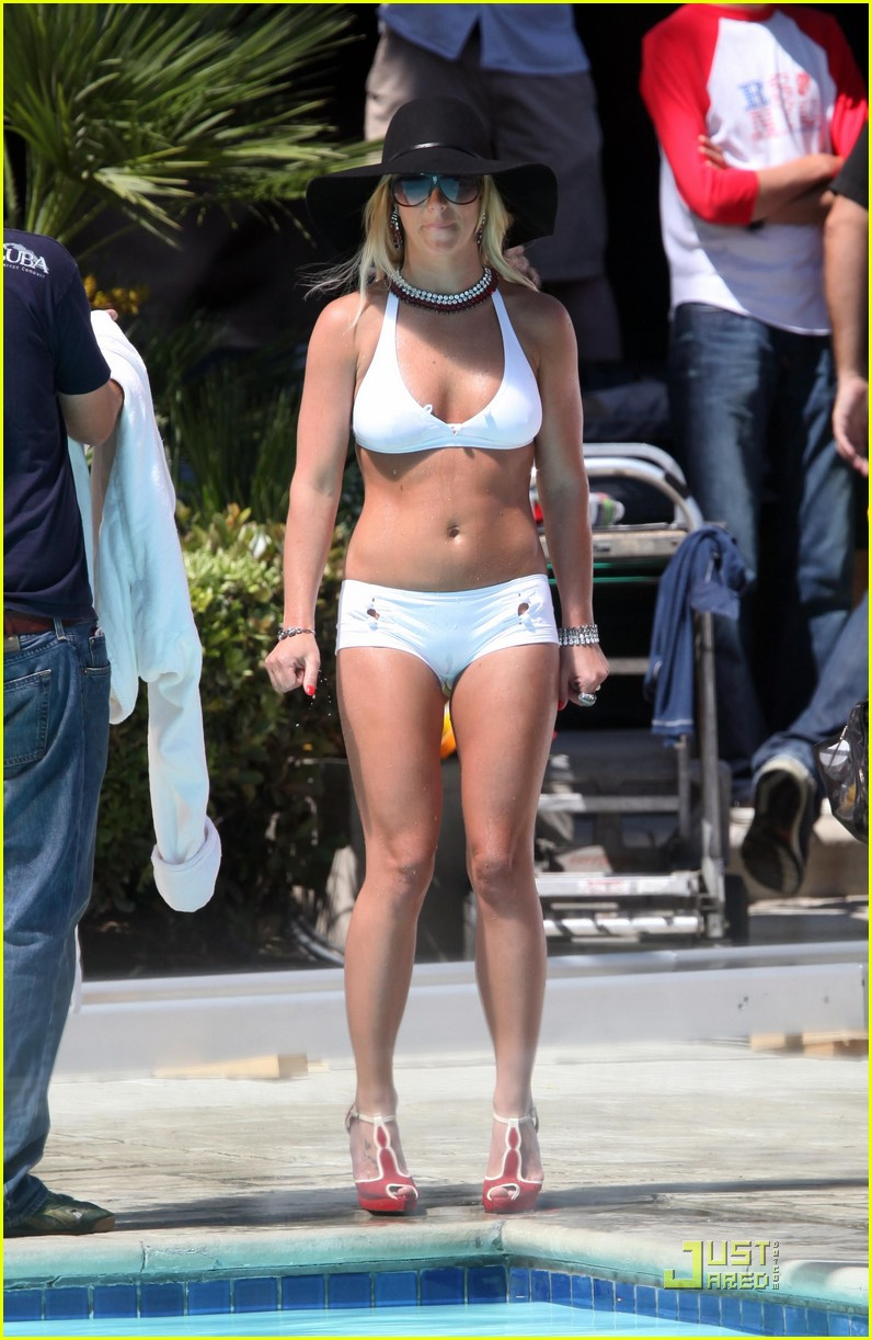 britney spears back in bikini 01