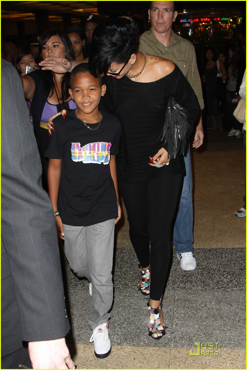 rihanna broadway lion king 02