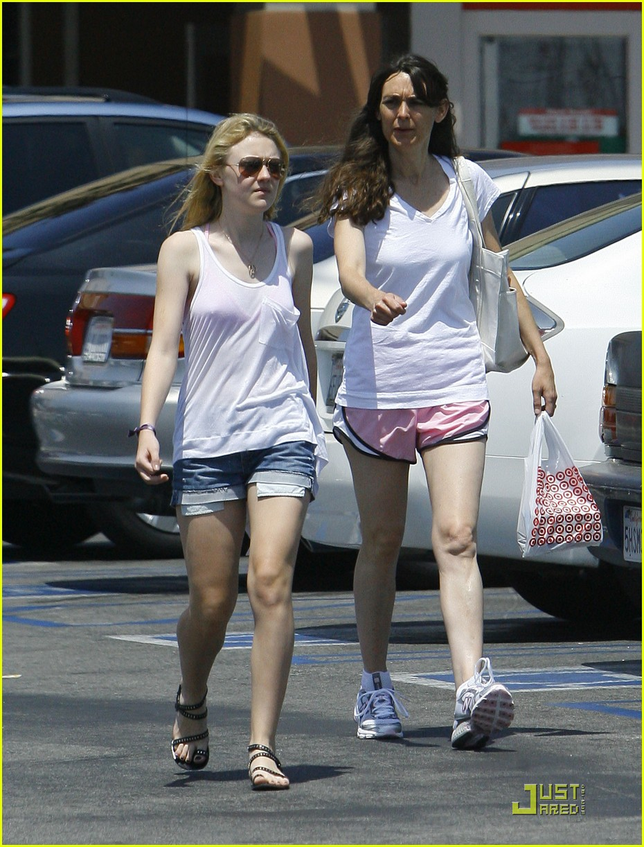 dakota fanning jolly jogger 10