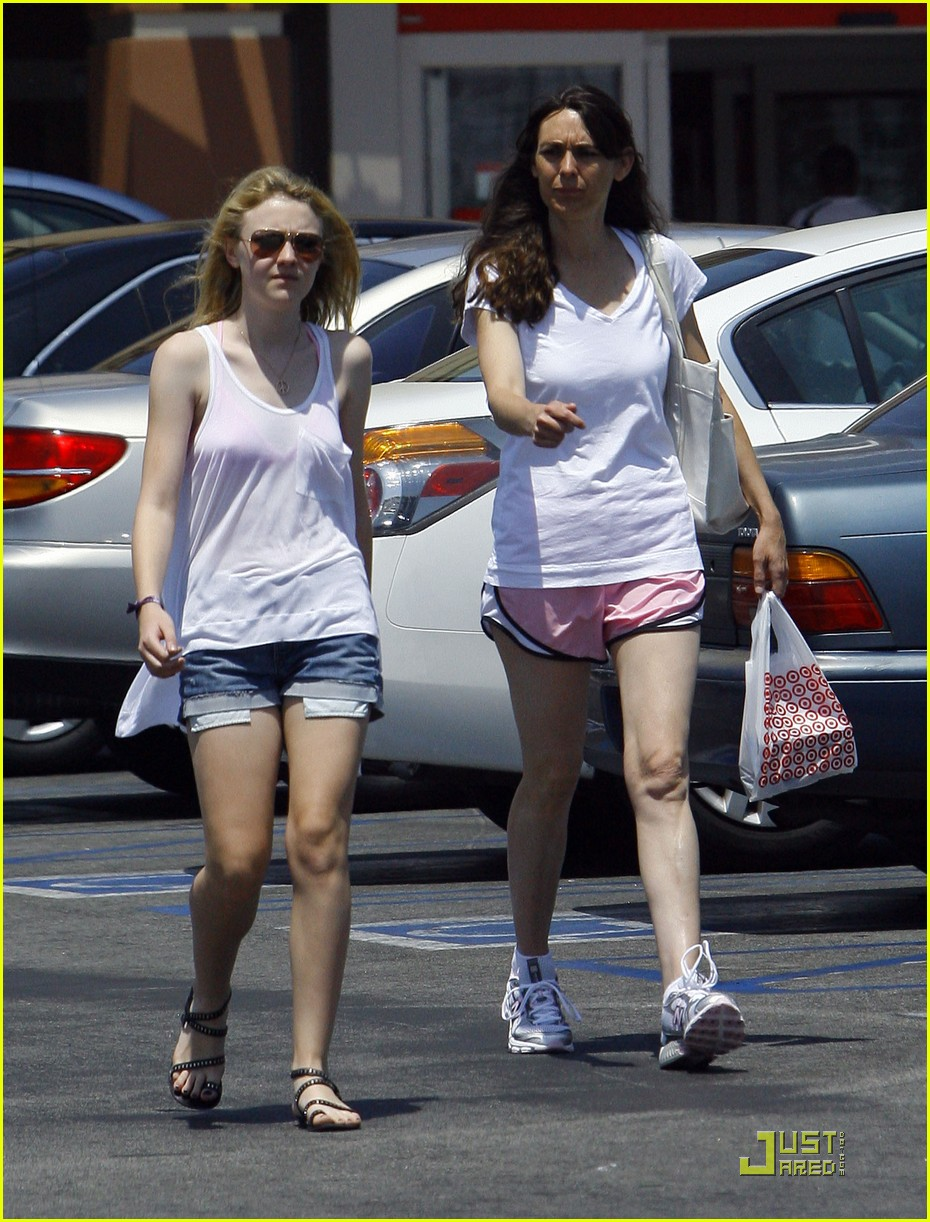 dakota fanning jolly jogger 12