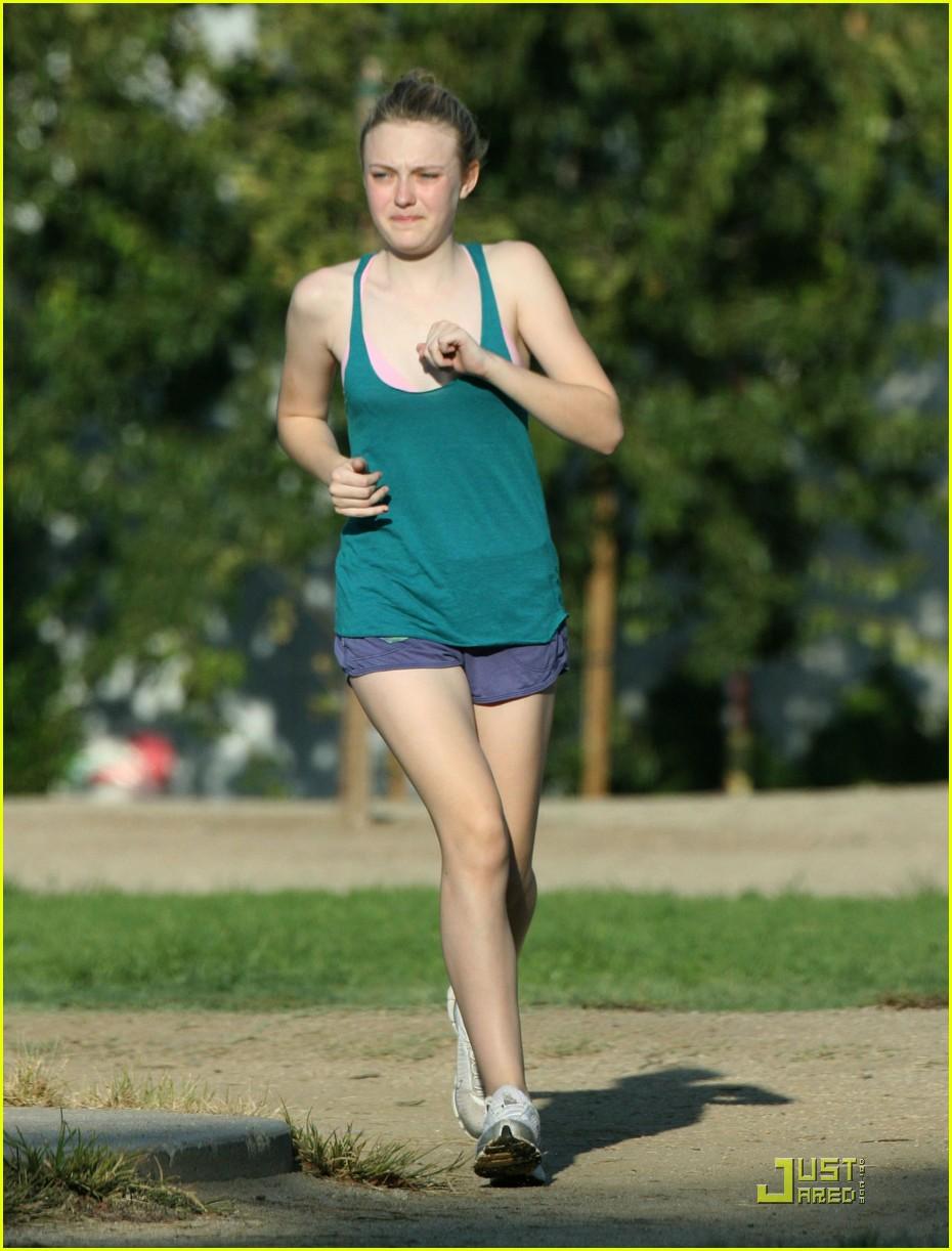 dakota fanning jolly jogger 23
