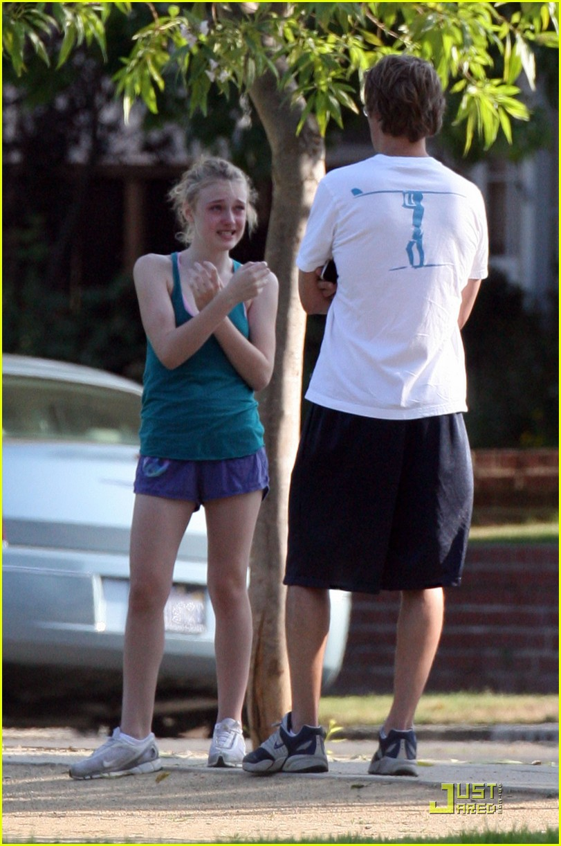 dakota fanning jolly jogger 26