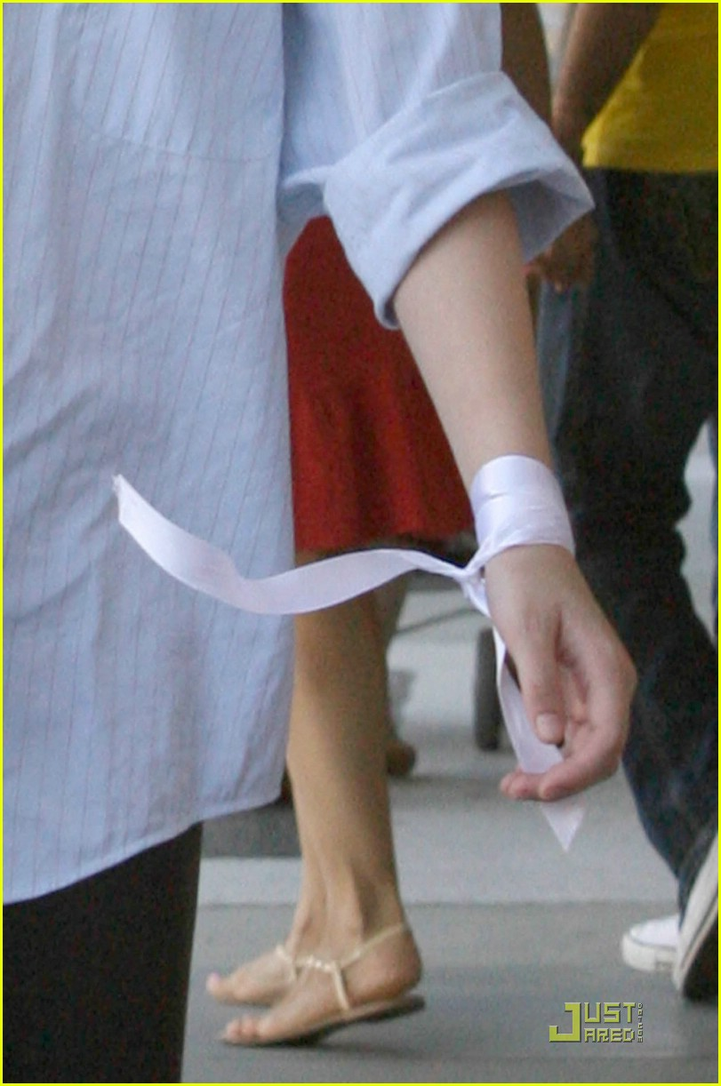 dakota fanning ribbon wrist 032096342