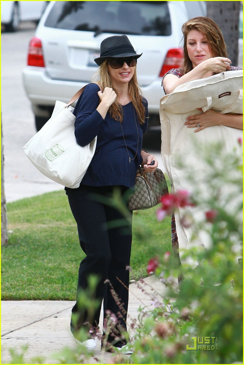 sarah michelle gellar baby shower 02