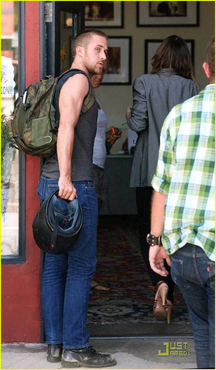 ryan gosling muscle man 09