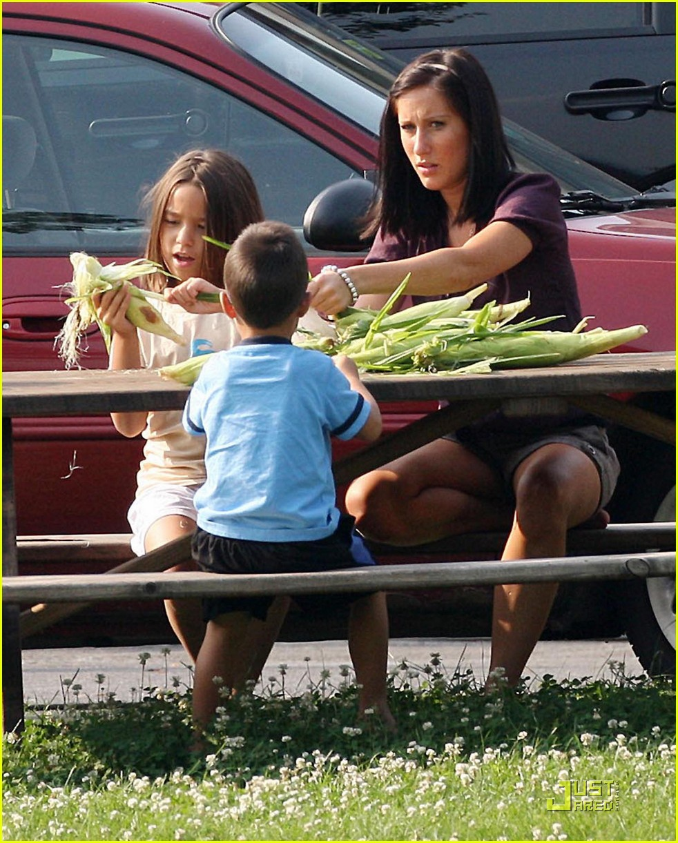 kate gosselin eats corn on the cob 03