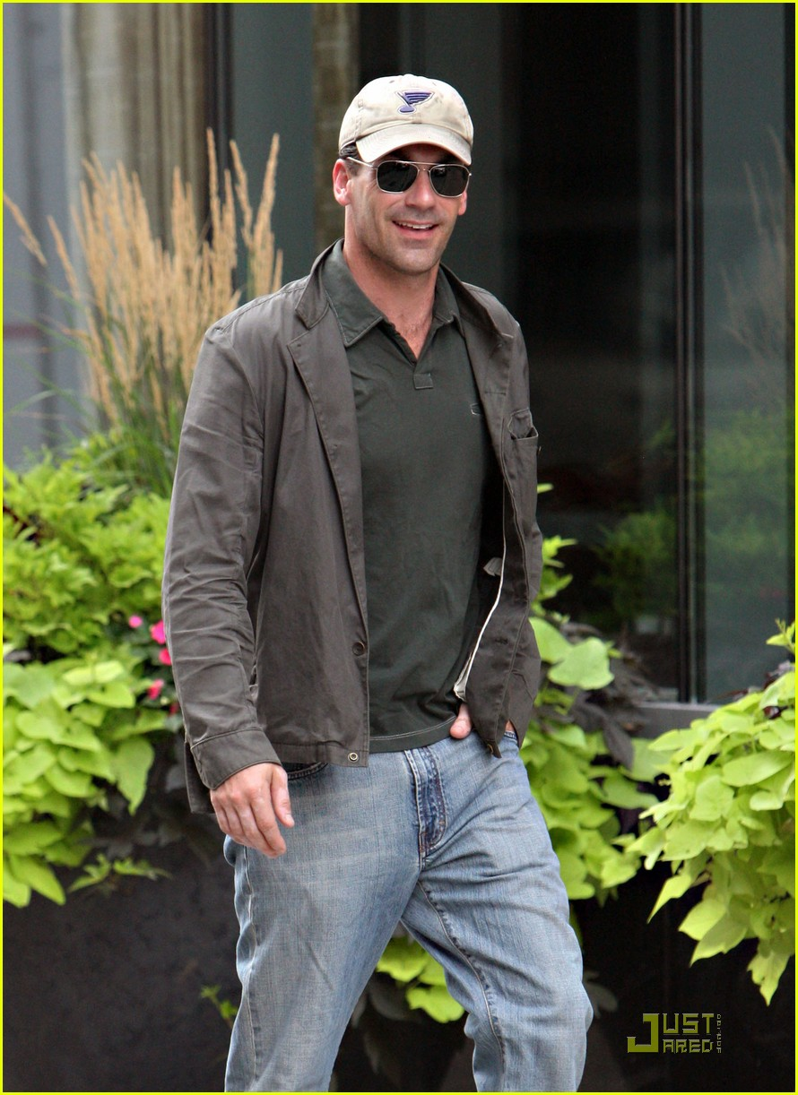 full sized photo of jon hamm cap shades 06 photo 2148621 just jared. Black Bedroom Furniture Sets. Home Design Ideas
