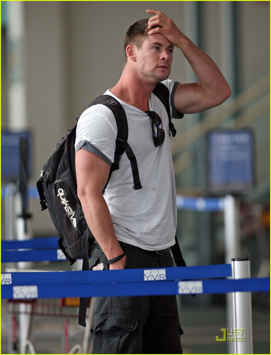 chris hemsworth thunder god thor 01