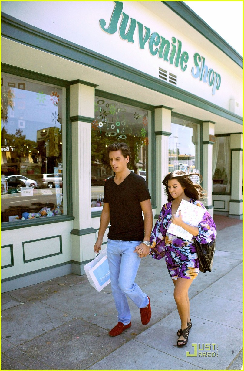 kourtney kardashian scott disick baby shopping 042147621