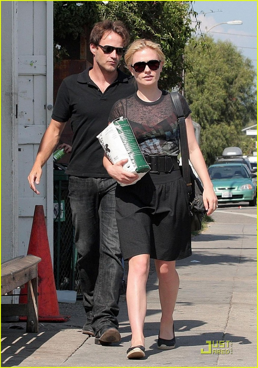 stephen moyer anna paquin carry coffee beans 06
