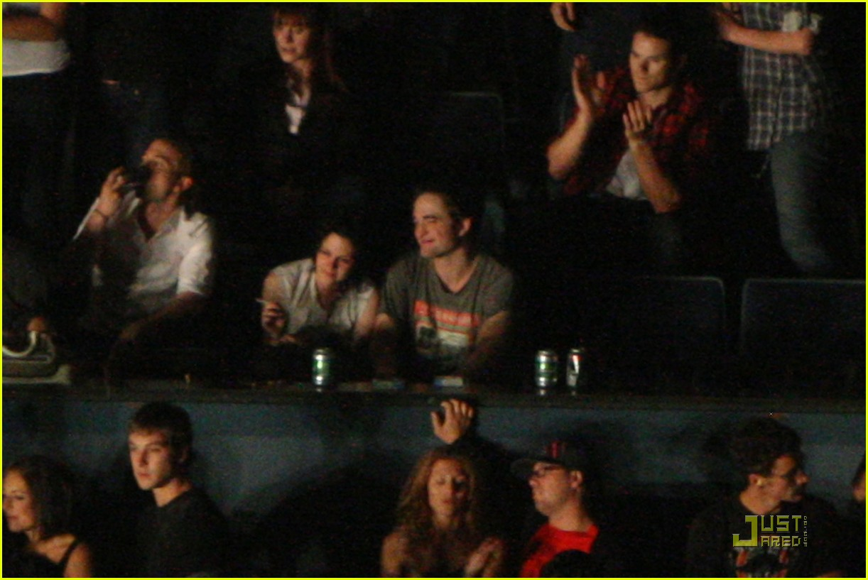 robert pattinson kristen stewart concert couple 12
