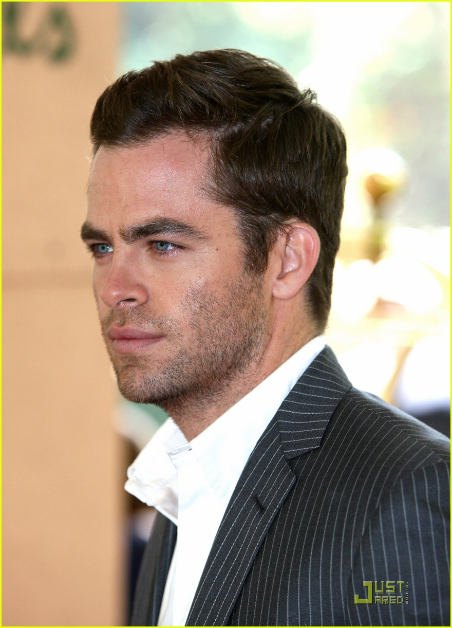 chris pine hollywood foreign press luncheon 22