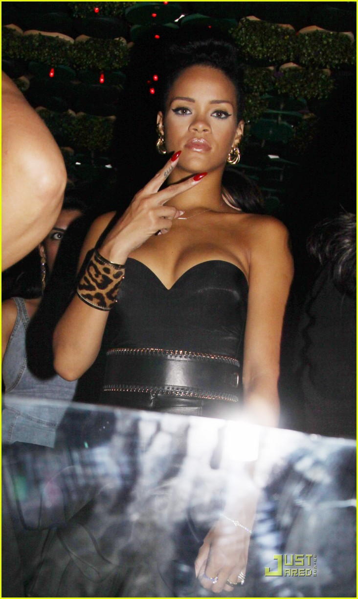 rihanna greenhouse 05