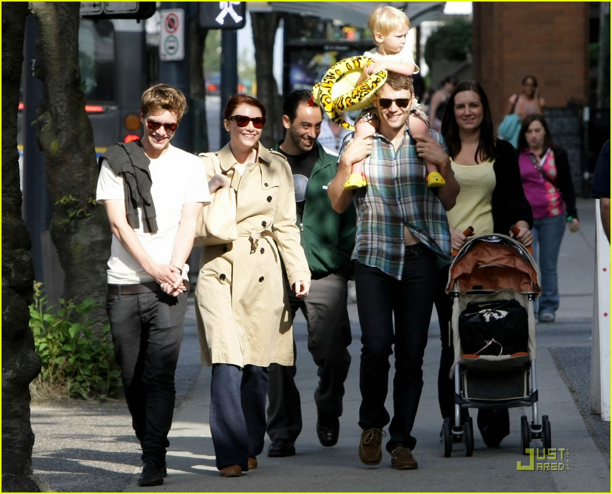 bryce dallas howard seth gabel son theodore 03