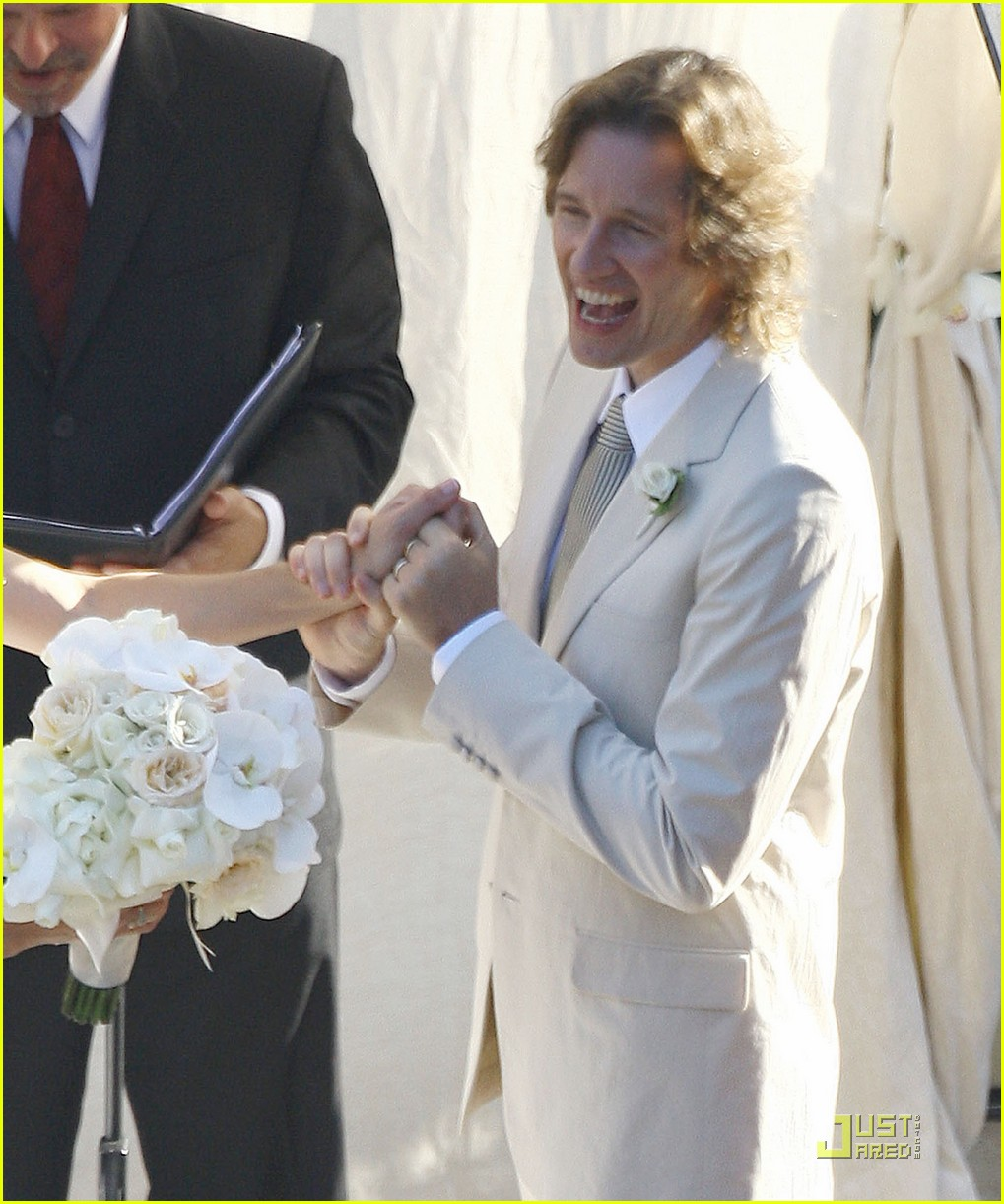 milla jovovich wedding picture 062151561