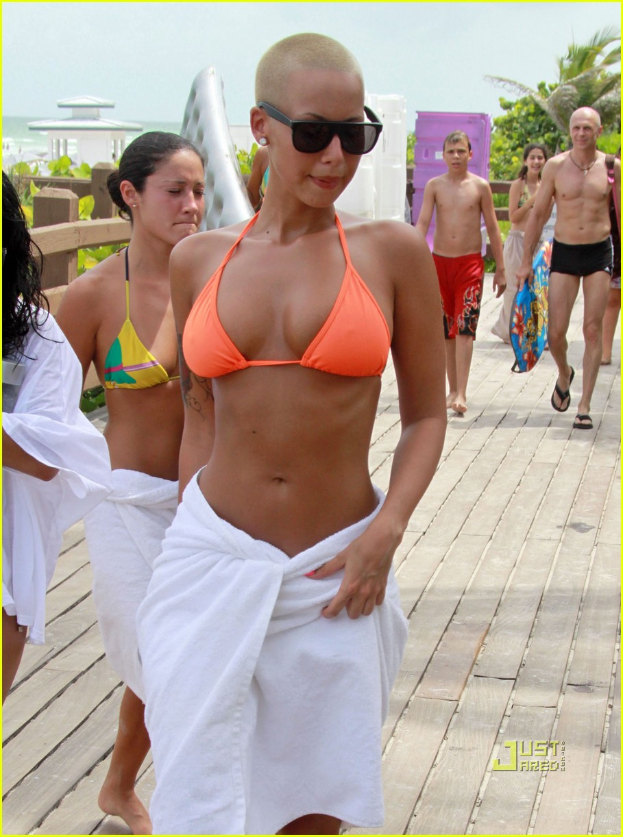 amber rose equinox gym 01