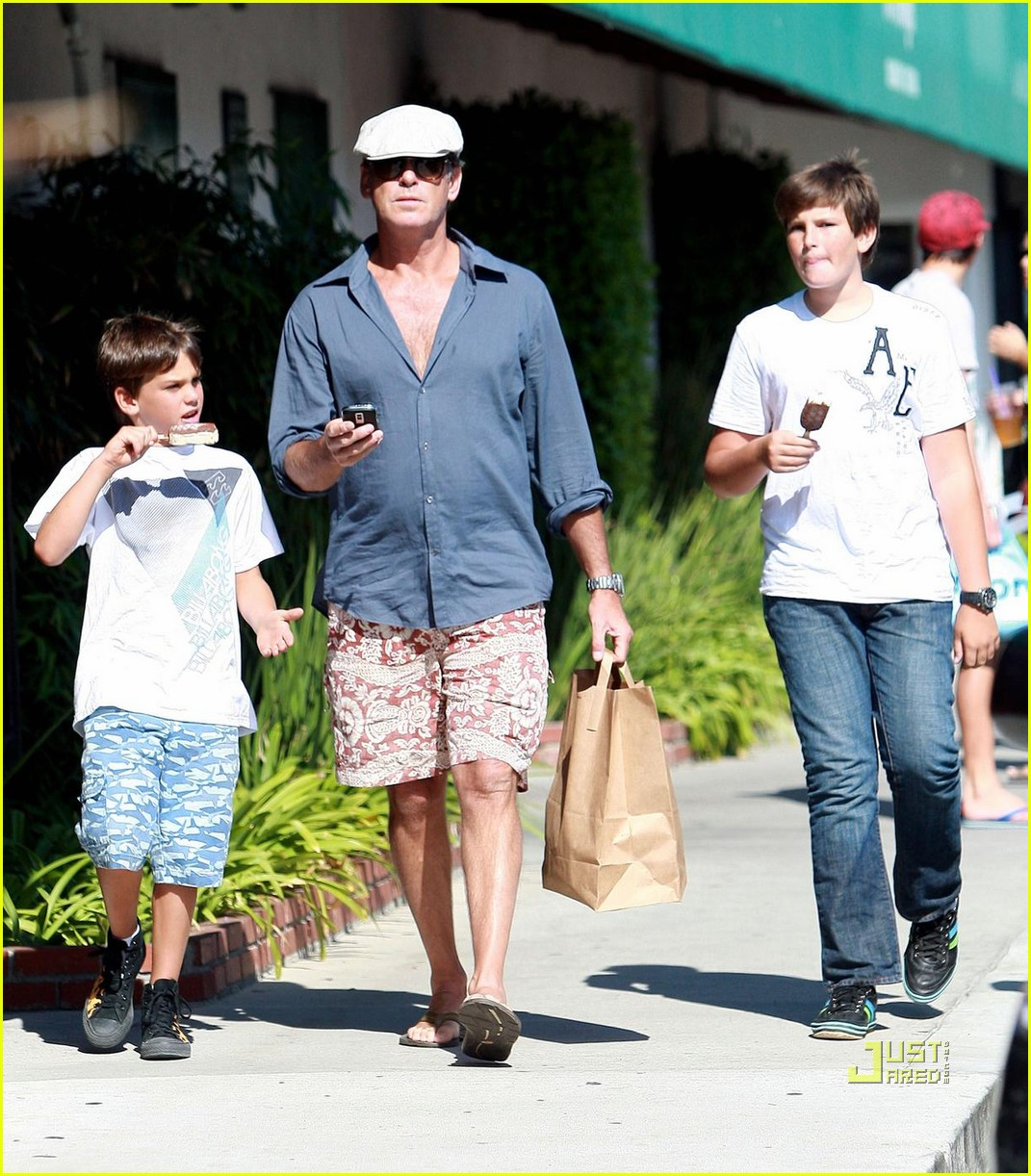 pierce brosnan malibu country mart 02