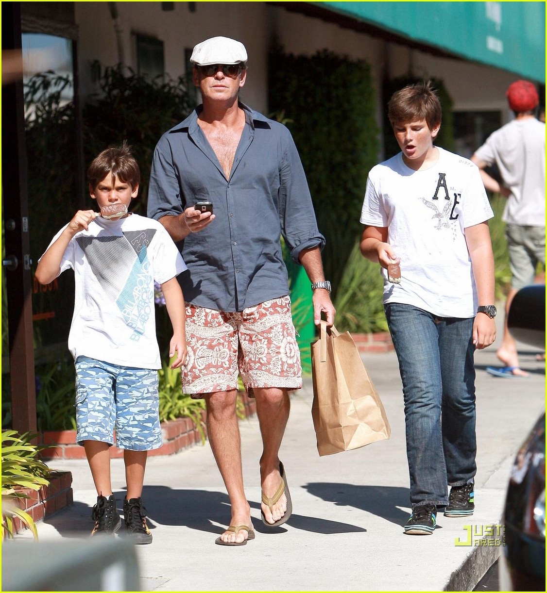 pierce brosnan malibu country mart 03