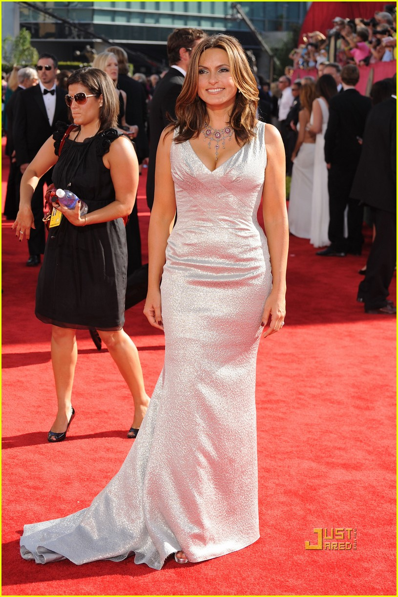 Tina Fey Emmy Awards 2009 With Mariska Hargitay Photo