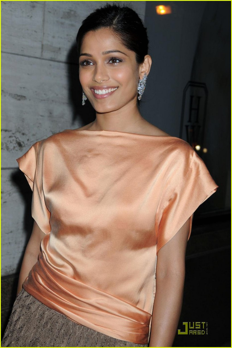 Full Sized Photo of fr... Freida Pinto