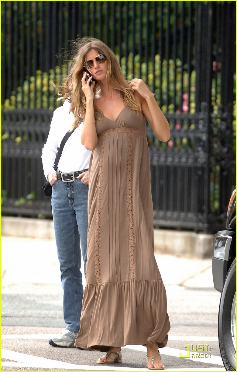 Full Sized Photo Of Gisele Bundchen Maternity Dress 06