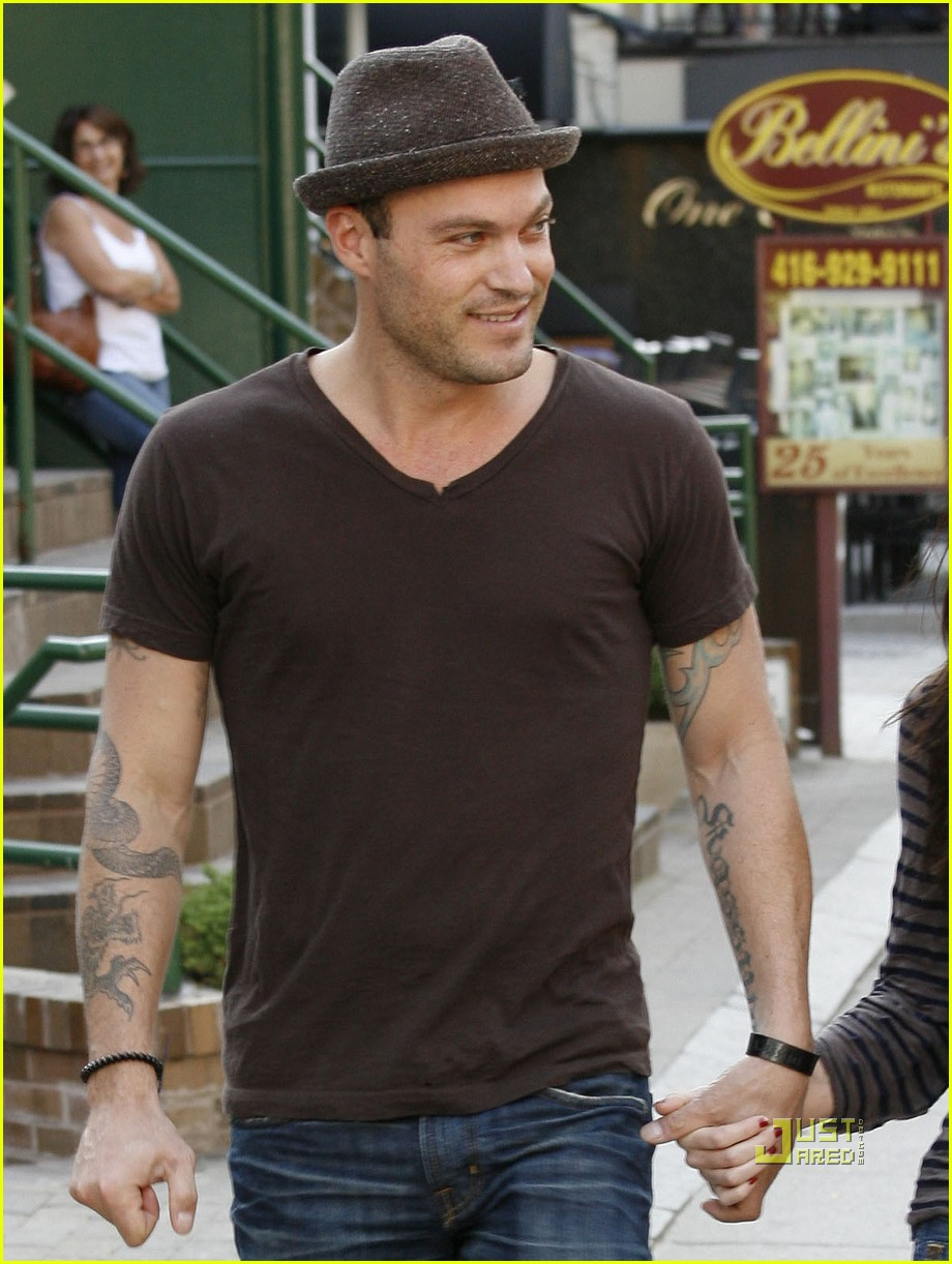 megan fox brian austin green sushi 03