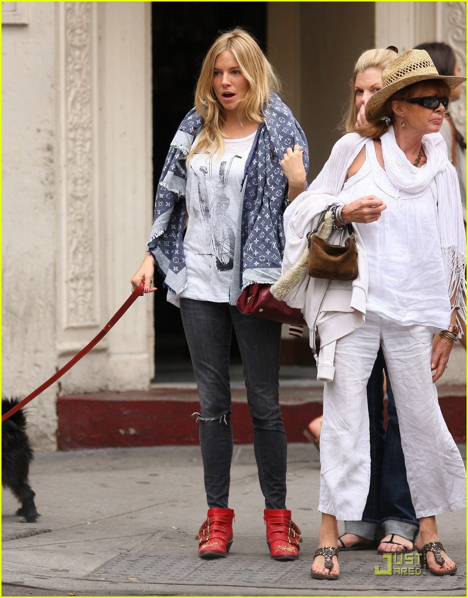 sienna miller red boots beautiful 03