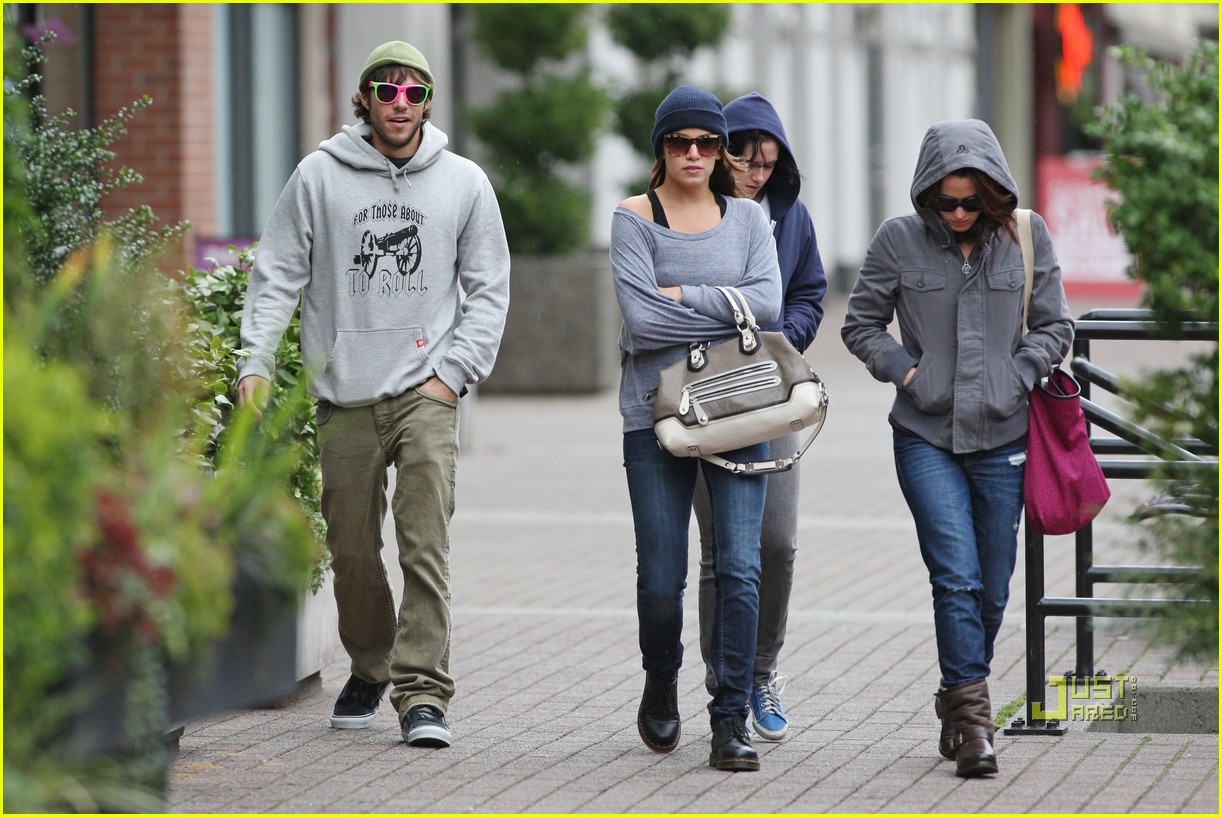 paris latsis dating Nikki reed & paris latsis couple up in canada twilight nikki reed spends some time with her boyfriend,  lol dating paris hilton's ex-financee.