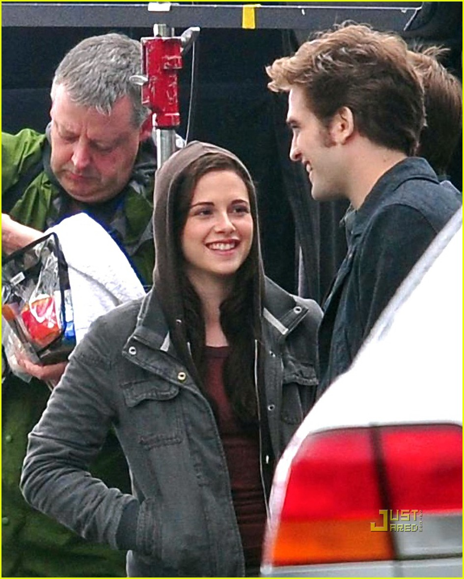 kristen stewart robert pattinson laughing 07
