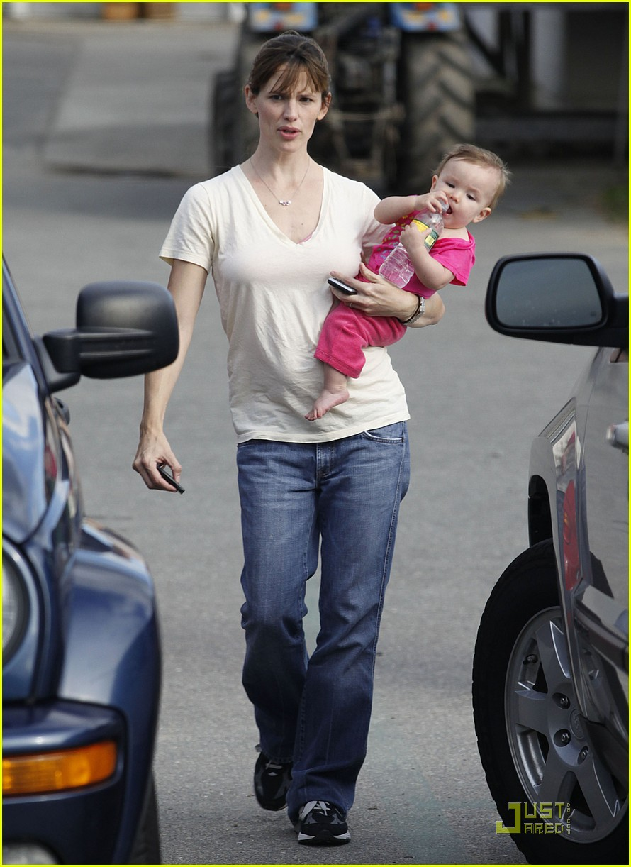 violet seraphina affleck apples 12