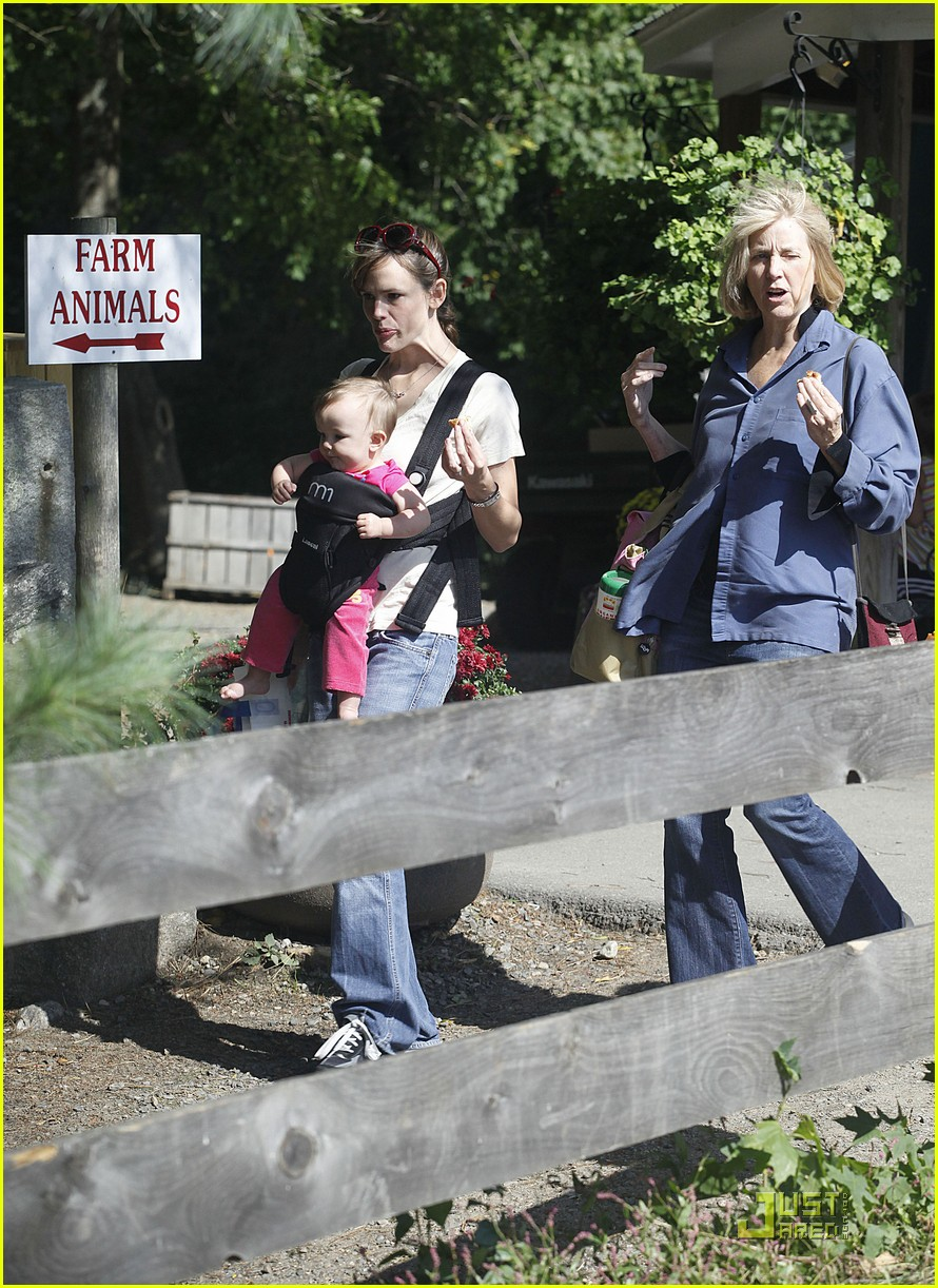 violet seraphina affleck apples 13