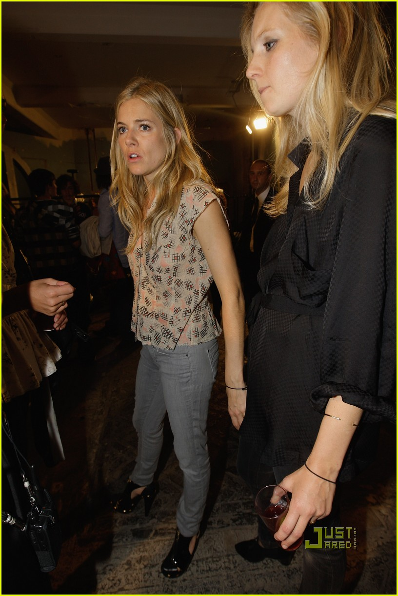sienna miller twenty8twelve london fashion week 03