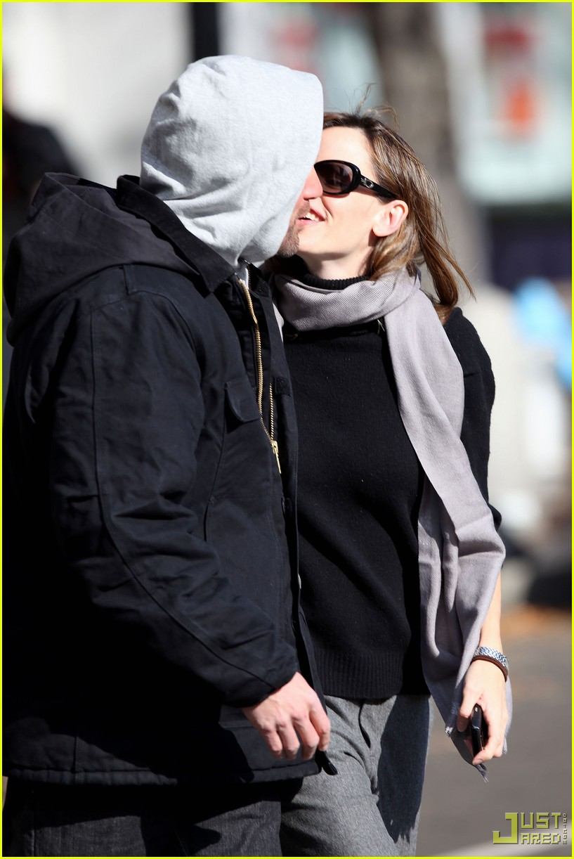 ben affleck jennifer garner the town kiss 01